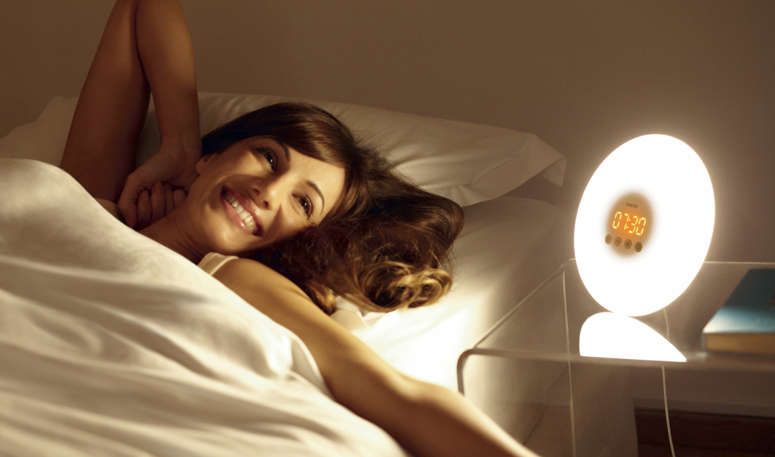 Review: How To Treat Seasonal Affective Disorder SAD - For Better Beauty Sleep With Philips Wake-Up Light - Therapy Gently Wakes You Up!