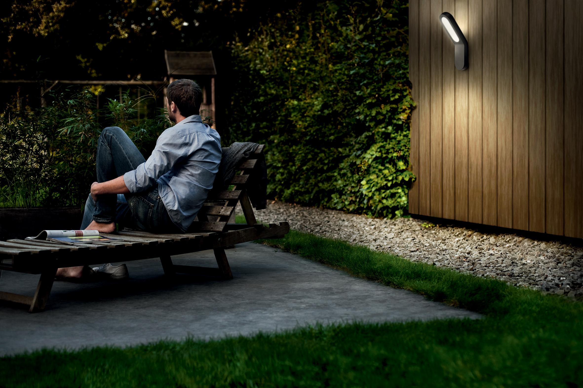 Geniet van mooie zomeravonden in uw tuin met de buitenverlichtingscollectie van philips - Outdoor licht tuin ...