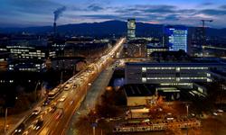 Ein ganz anderer Eindruck der Zürcher Hardbrücke dank Philips verbauten LED-Leuchten