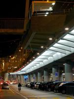 Sicher unterwegs unter der Hardbrücke: Hier weisen Philips LEDline2-Leuchten wirkungsvoll den Weg