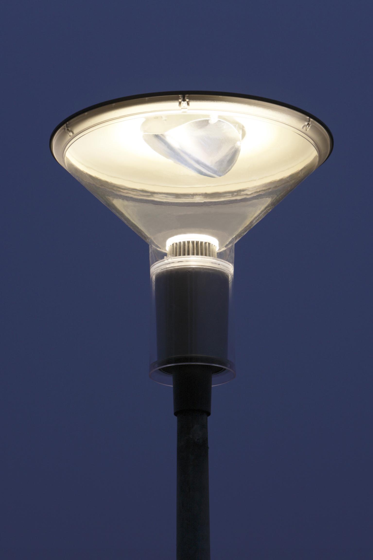 philips led stra enleuchten besseres licht bei ber 70 prozent energieersparnis. Black Bedroom Furniture Sets. Home Design Ideas