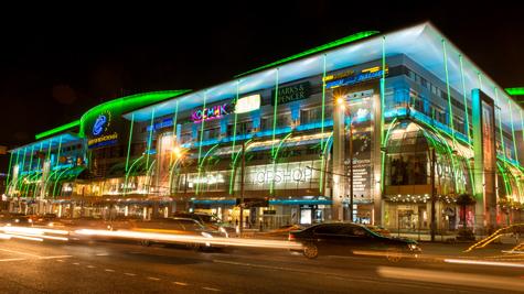 ТРЦ «Европейский» удивил москвичей яркими цветами фасадного освещения Philips